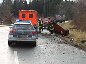 Frau (28) überschlägt sich mit Auto in Delecke - Soester Anzeiger