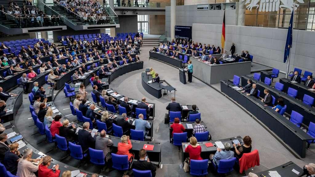 Fast die Hälfte der deutschen Wähler laut Umfrage noch unentschlossen