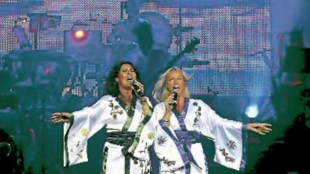 "Agnetha und Anni-Frid in ""Abba – The Show"". ▪"