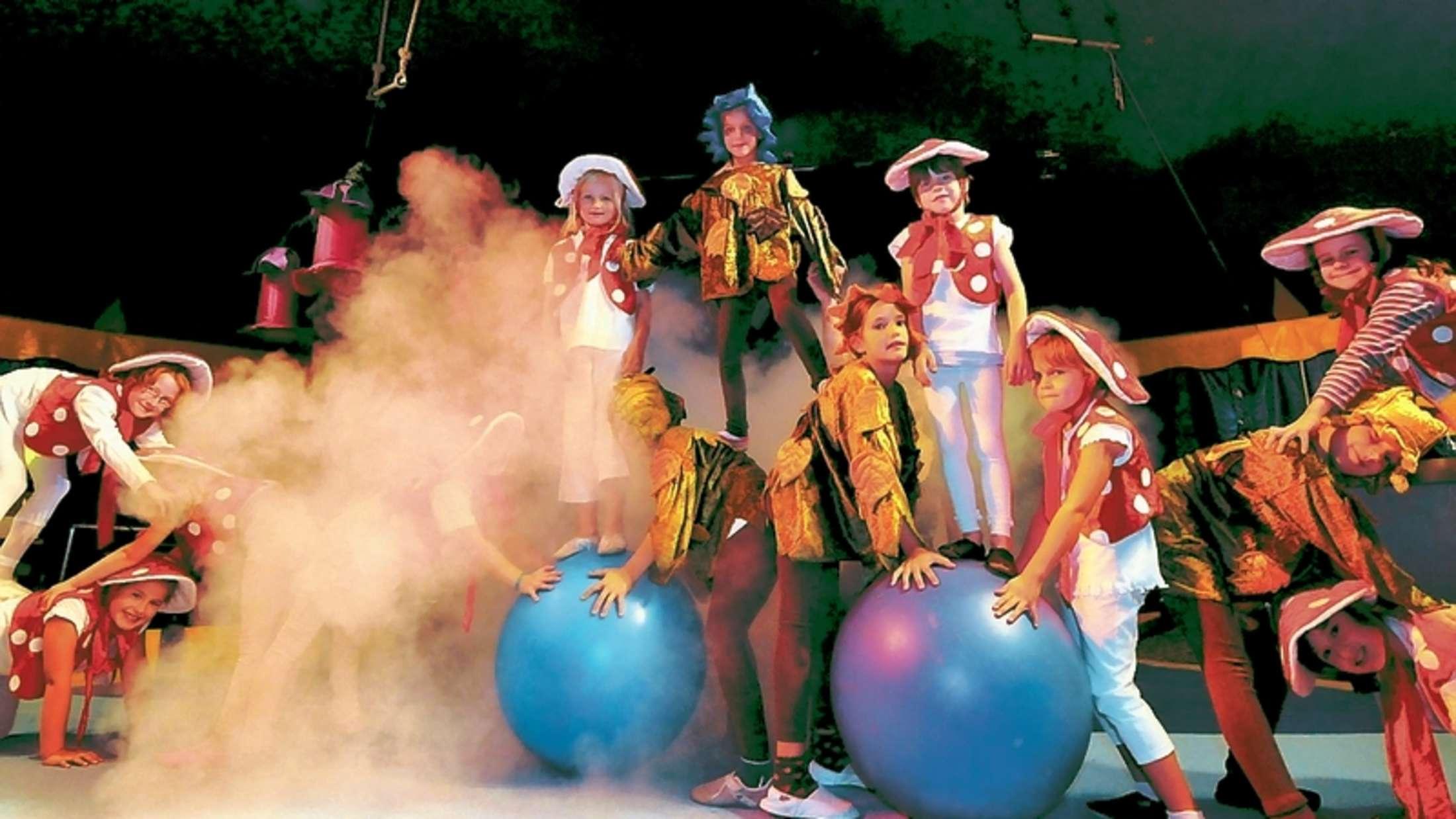 Die Kinder des Circuszentrums Balloni laden zum Festival ein.
