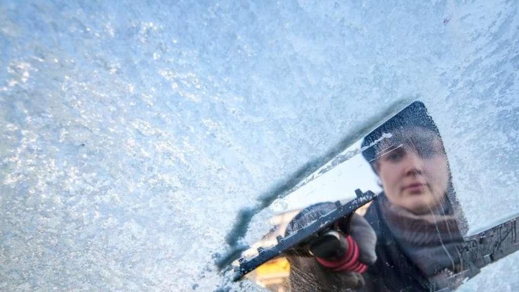 Licht Alarm Auto : Winterreifen licht und frostschutz: der winter check für ihr auto