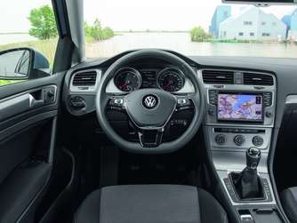 Das Cockpit des Golf TDI Blue Motion