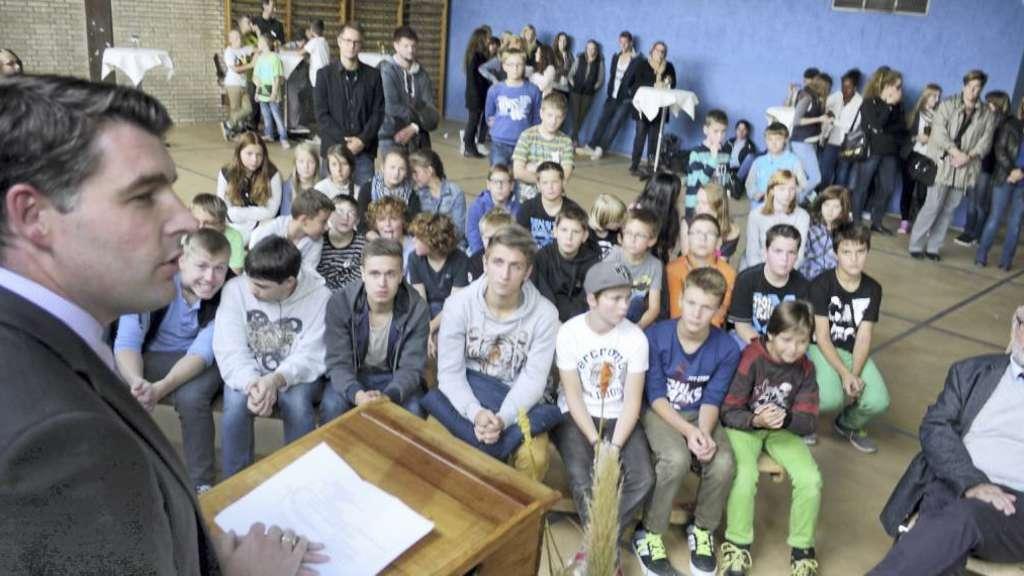 Fußboden Kaufen Ini ~ Ini gesamtschule feiert richtfest in der turnhalle bad sassendorf