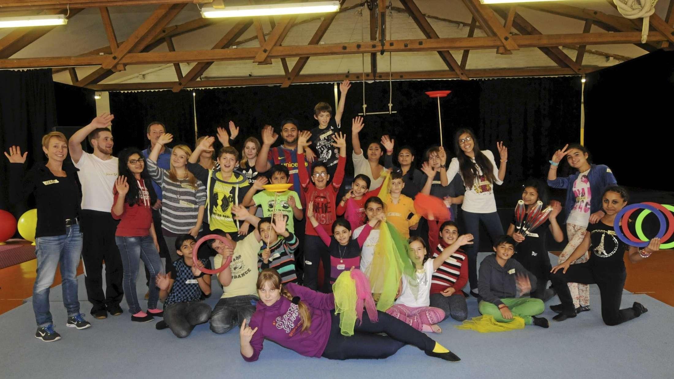 irkus, Cirkus, Sirk, Cirque: Egal, welche Sprache die Kinder sprechen, in der Manege haben sie mit der Verständigung kaum Probleme. - Foto: Niggemeier