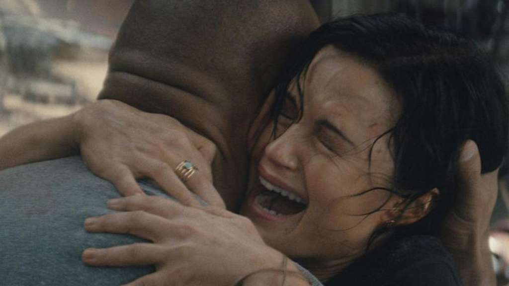Ray (Dwayne Johnson) will seine Frau (Carla Gugino) retten. Foto: Warner Bros.