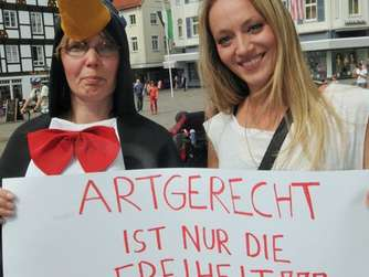 Demonstration gegen Pinguine im Aquafun