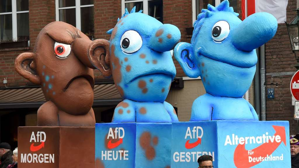 A carnival float, depicting Germany&#39s eurosceptic right-wing populist AfD party metamorphosing from a blue to a brown character, stands in front of the city hall in Duesseldorf, western Germany, after the Rose Monday (Rosenmontag) street parade has been cancelled on February 8, 2016.