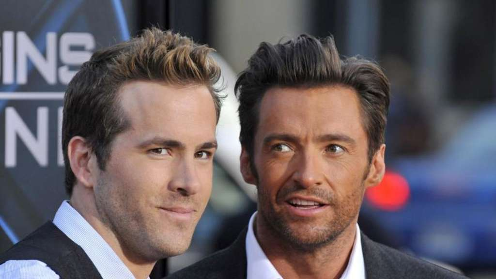 Ryan Reynolds (L) und Hugh Jackman 2009 in Los Angeles bei einer Filmpremiere. Foto: Paul Buck