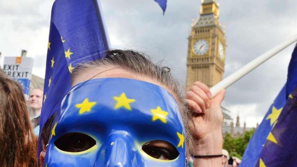 Pro-EU Demonstrantin auf dem Parliament Square in London bei einer Anti-Brexit-Demonstration. Foto: John Stillwell