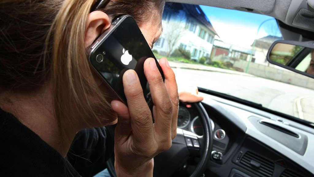 Handy-Verbot am Steuer wird verschärft: 200 Euro und