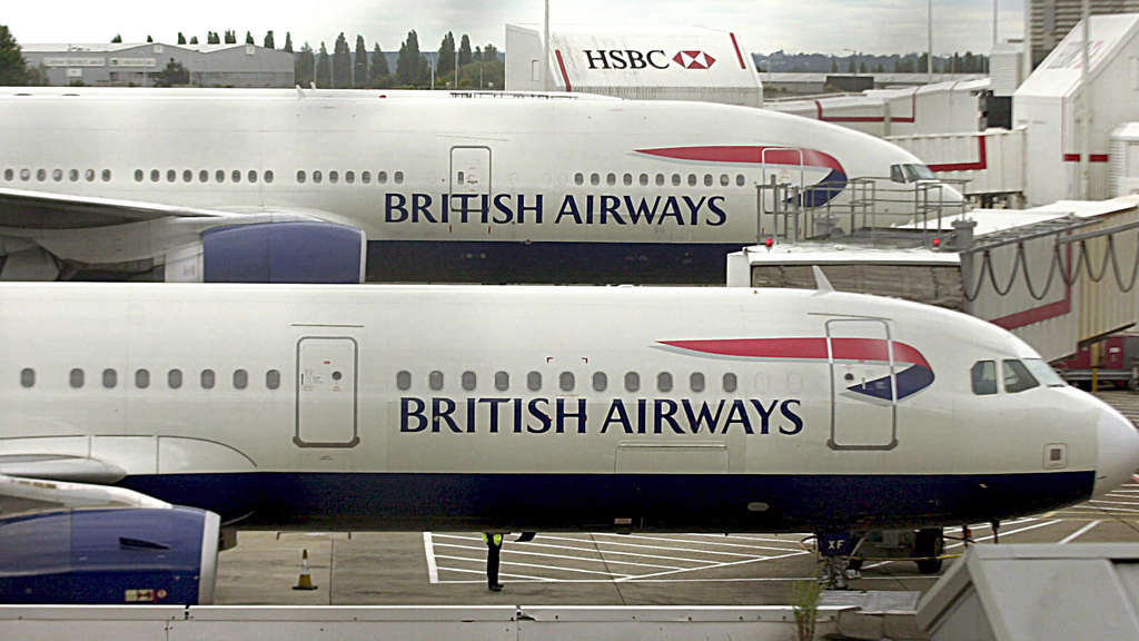 Maschinen der Fluglinie British Airways am Londoner Flughafen Heathrow.