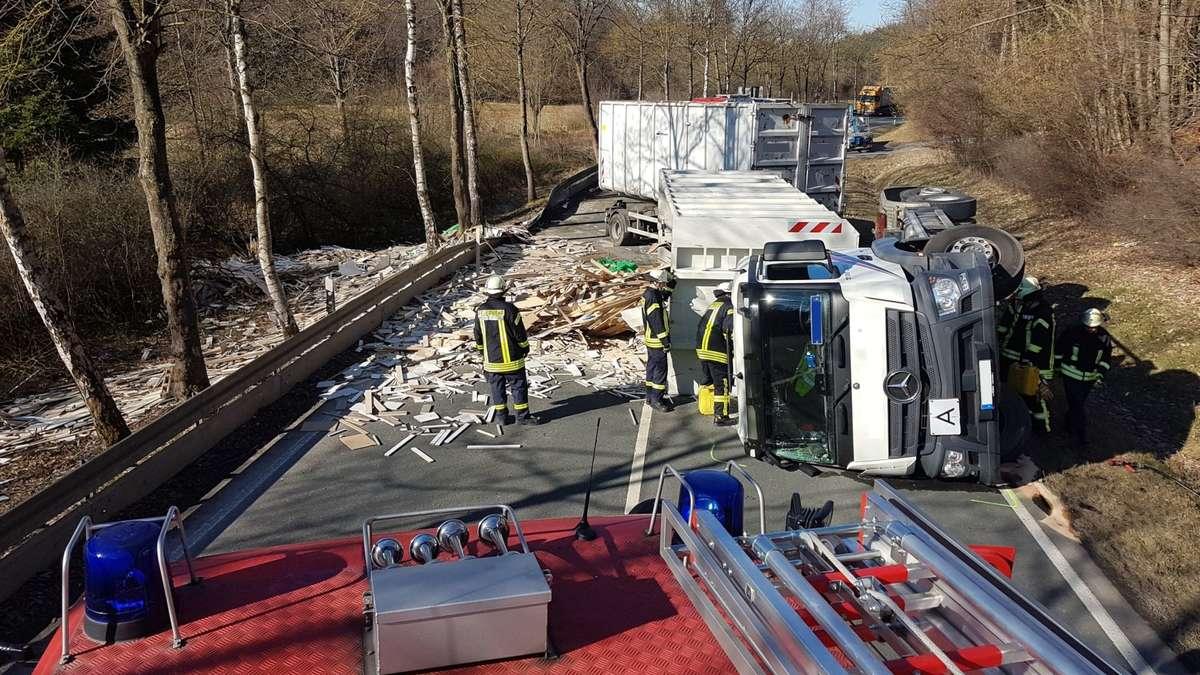 Lkw umgekippt: Möhnestraße zwischen Brilon und Rüthen aktuell voll gesperrt