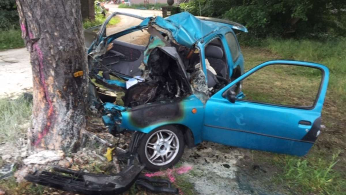 Auto Gegen Baum überlebenschancen
