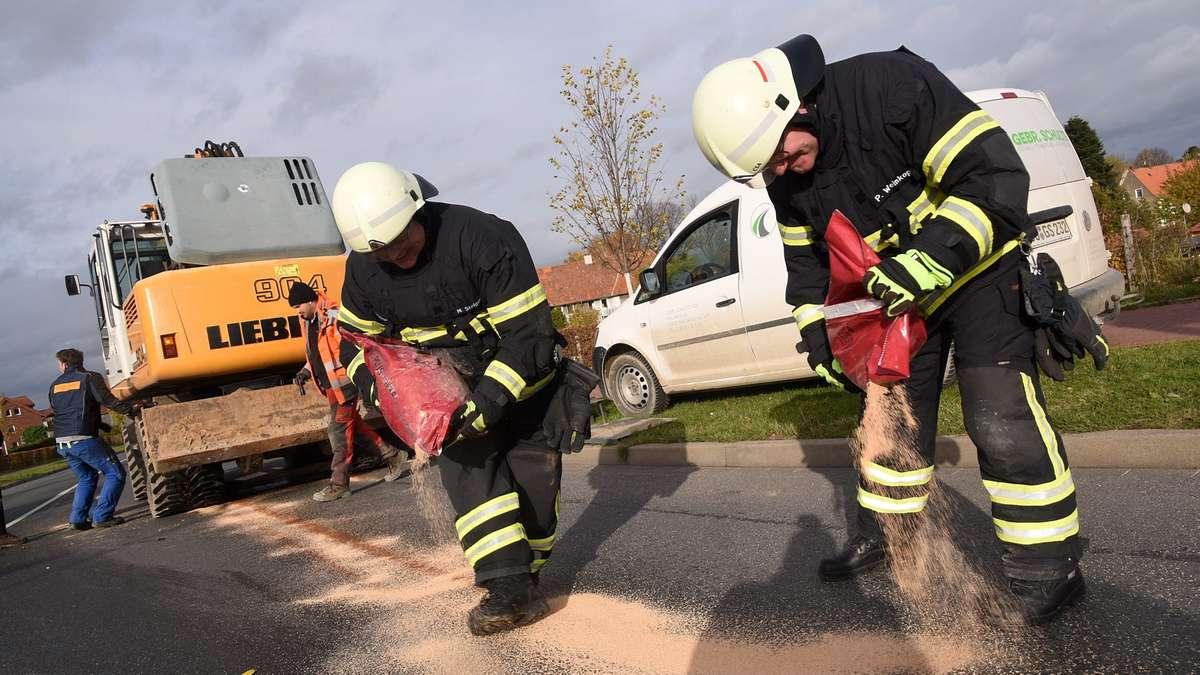 Bagger verliert Hydrauliköl in Soest - Sperrung Neugardenring/Danziger Ring | Soest - Soester Anzeiger
