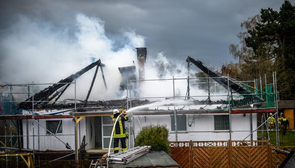 Dachstuhlbrand in Werl: Großfeuer in frisch renovierten Wohnhaus