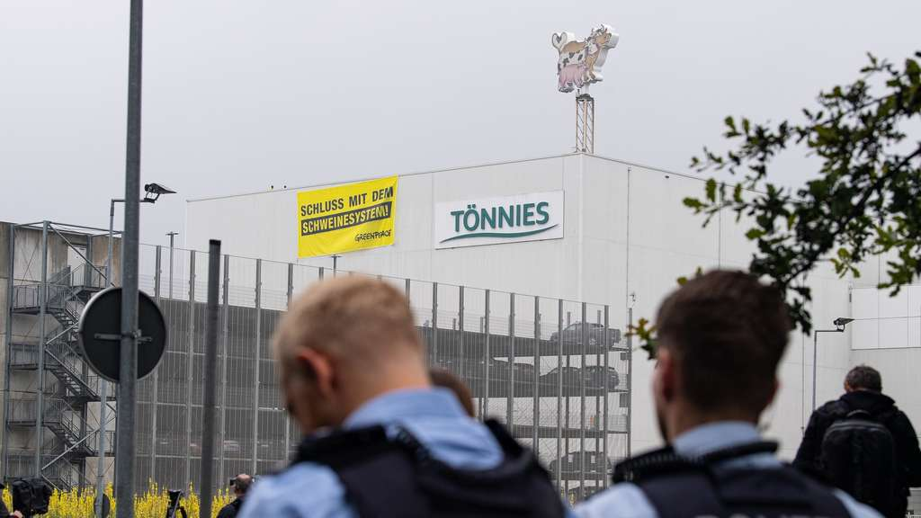 Coronavirus in NRW: Lockerungen greifen - Greenpeace demonstriert bei Tönnies