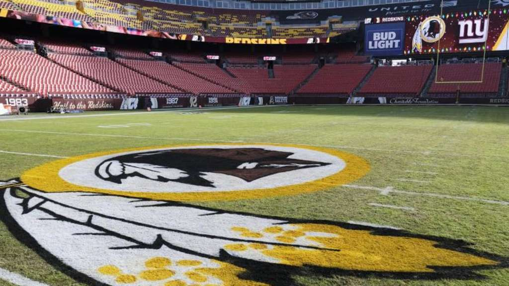 Das Logo der Washington Redskins. Foto: Mark Tenally/AP/dpa