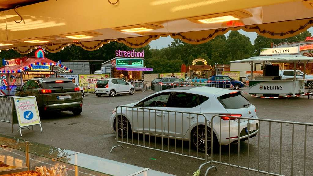 Michaeliskirmes in abgespeckter Version: Drive-in-Markt an der Stadthalle