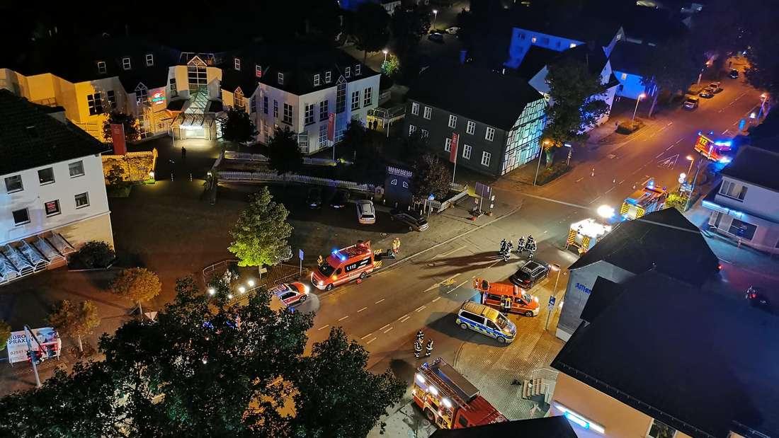 Der Brand von Unrat in einem Keller sorgte für einen Großeinsatz von Feuerwehr und Rettungsdienst in Warstein.